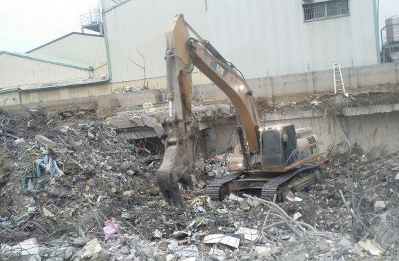 台南唯冠大樓救災-拆解倒塌建物